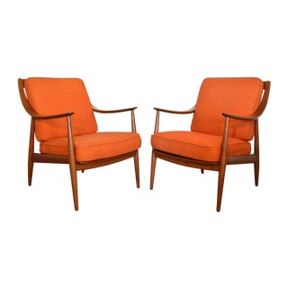 Danish Modern Lounge Chairs by Peter Hvidt - Pair