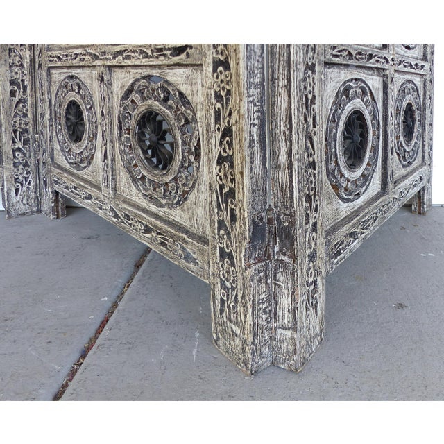 Gray 4-Panel Carved Screen with Iron - Image 4 of 8