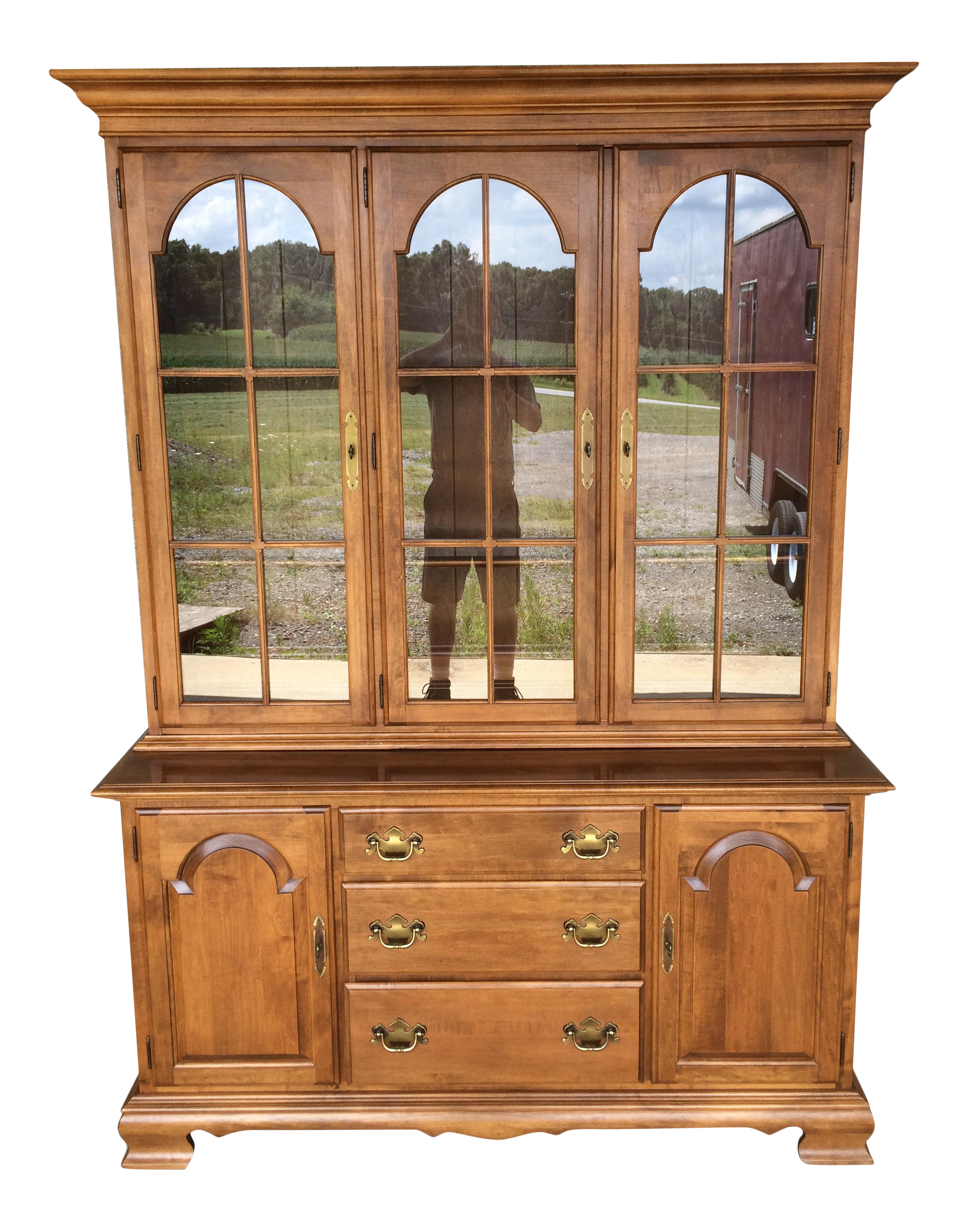 Charming Ethan Allen Solid Maple Heirloom Nutmeg Lighted China Cabinet