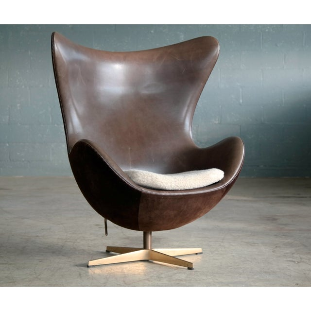 Golden Egg Chair Special Anniversary Edition by Fritz Hansen - Image 3 of 11