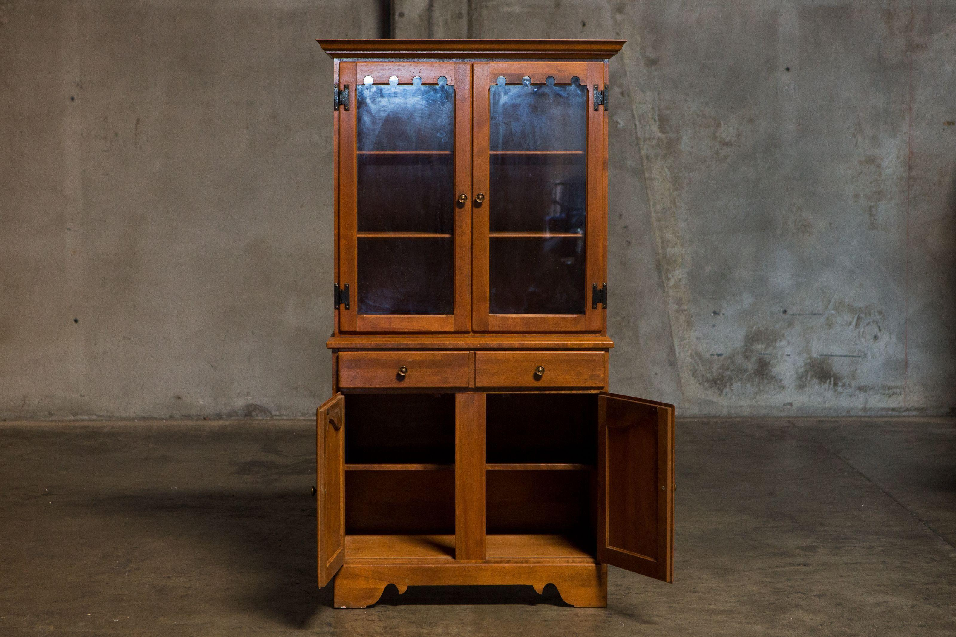 Vintage Ethan Allen China Cabinet / Display Hutch   Image 3 Of 6