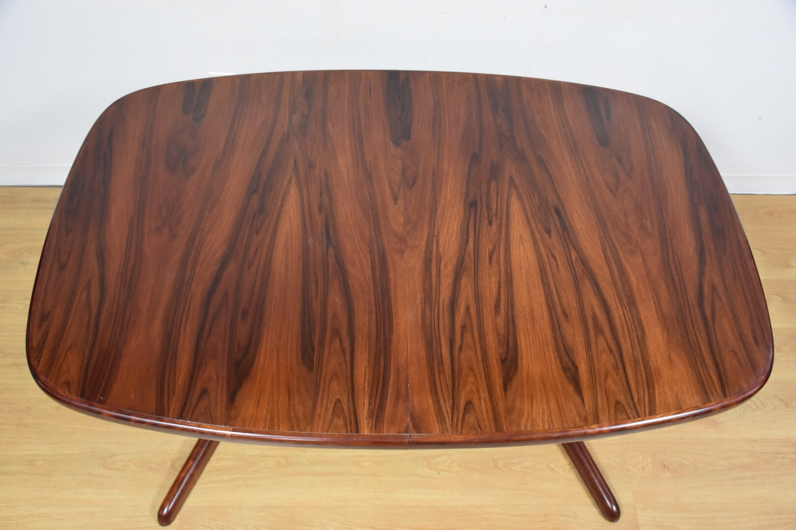 Danish Modern Rosewood Extendable Dining Table Chairish : abd07a91 8932 40c1 9956 5d6d19d0f0b5aspectfitampwidth640ampheight640 from www.chairish.com size 640 x 640 jpeg 35kB