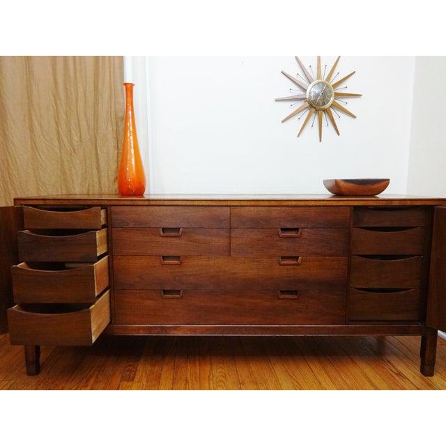 Mid-Century Modern John Stuart Walnut Dresser - Image 5 of 6
