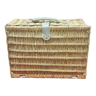 4 Person Wicker Picnic Basket Hamper Set With Flatware, Plates & Wine Glasses
