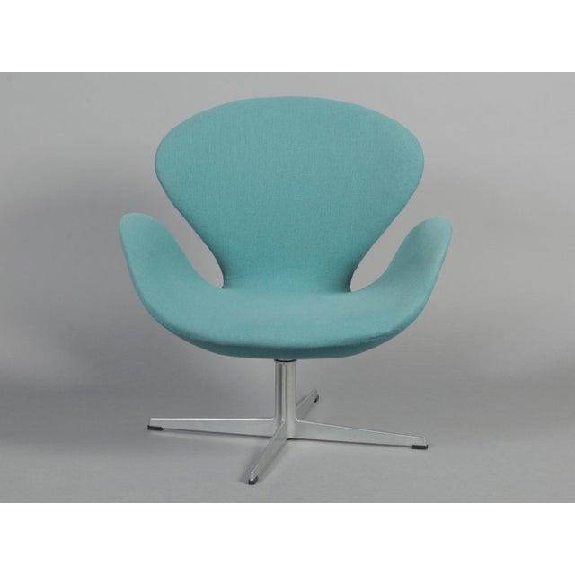 Arne Jacobsen Swan Chair - Image 2 of 6