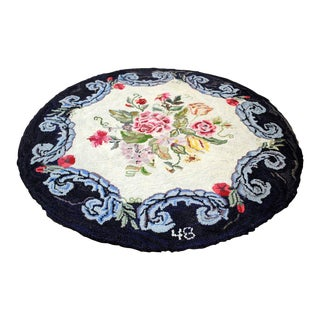 20th Century American Round Hooked Rug- 3′5″ × 3′5″