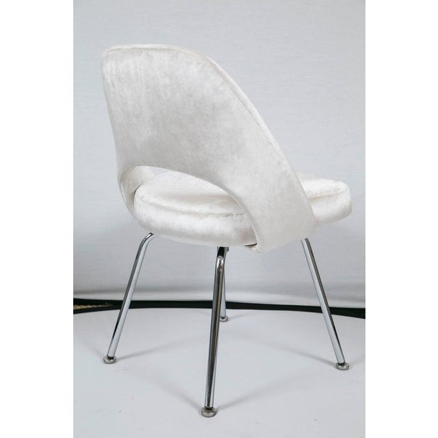 Saarinen Executive Armless Chairs in Ivory Velvet, Set of Six - Image 5 of 9