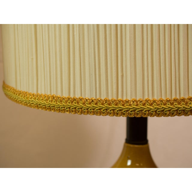 Mid-Century Modern Barrel Shade Ceramic Table Lamps- A Pair - Image 4 of 6