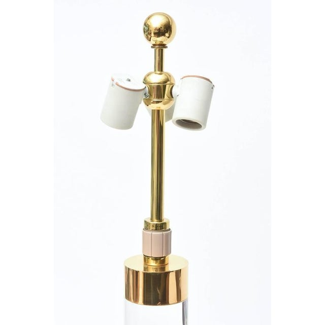 Column Clear Lucite and Gold-Plated Brass Table or Desk Lamp - Image 4 of 8