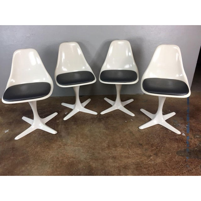 Set of 4 Saarinen Style Tulip Table and Propeller Base Chairs by Burke - Image 3 of 11