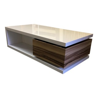 White Lacquered Contemporary Coffee Table