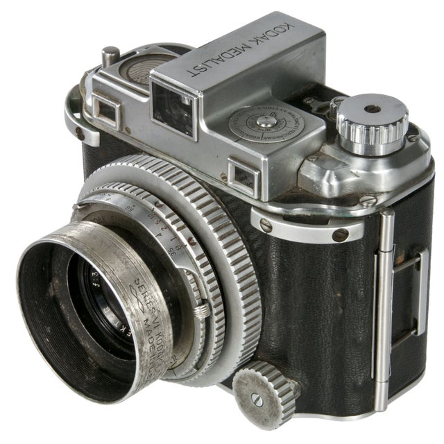 1940's Kodak Medalist Camera With Flash & Case - Image 2 of 5