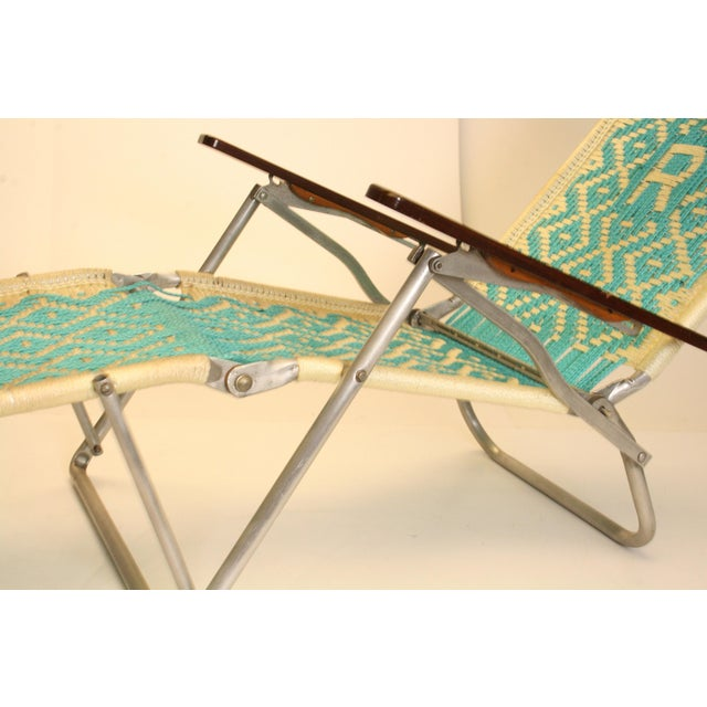 Mid century modern aluminum folding chaise lounge chairs for Aluminum folding chaise lounge
