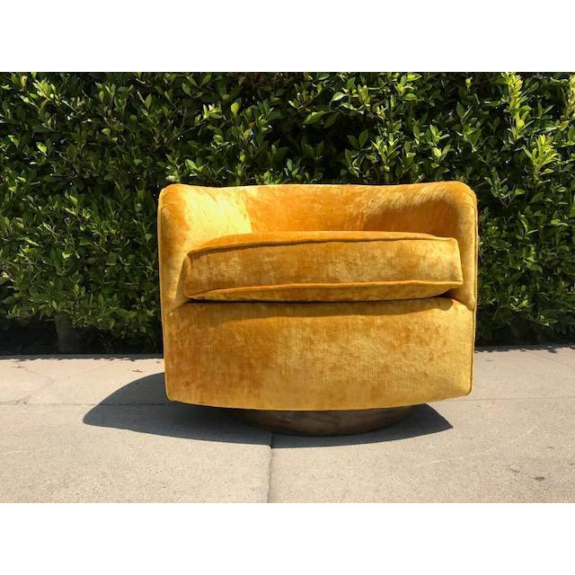 Barrel back swivel tilt chair by Milo Baughman - Image 3 of 4