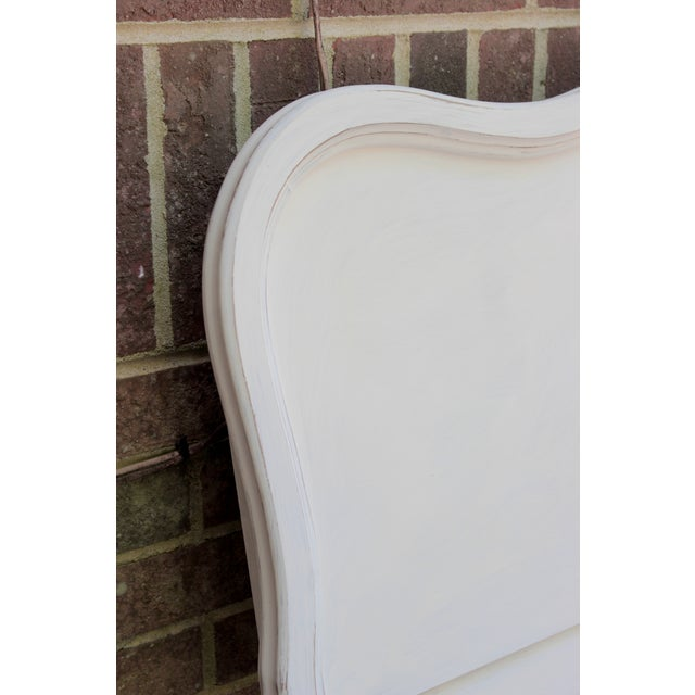 French Provincial Painted White Full Bedframe - Image 4 of 7