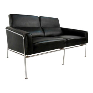 Mid-Century Two Seat Airport Sofa by Arne Jacobsen