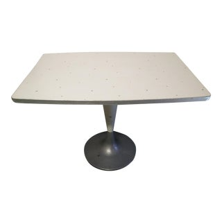 Tulip Pedestal Table, Brunswick