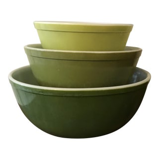 Vintage Pyrex Verde Green Mixing Bowls - Set of 3
