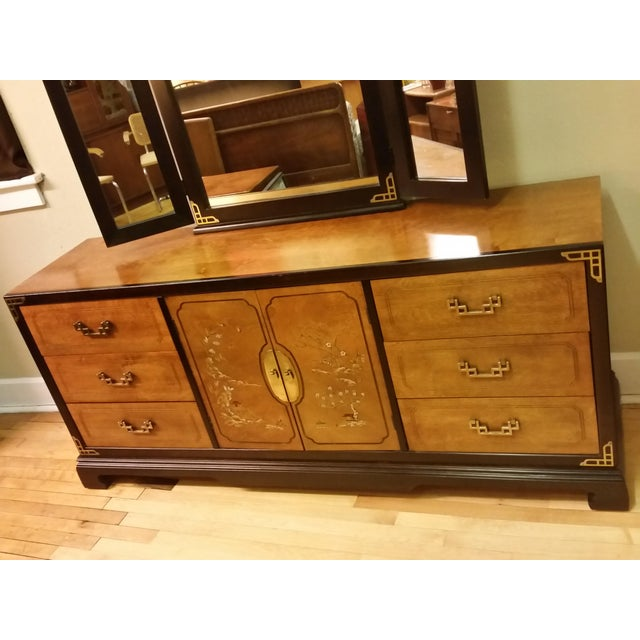 Bassett Chinoiserie Long Dresser With Mirror - Image 3 of 11