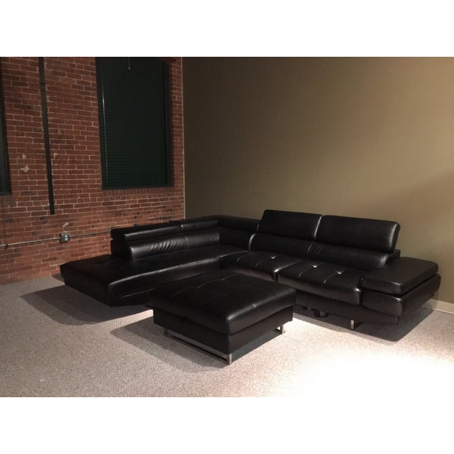 Image of 2 Piece Sectional With Ottoman