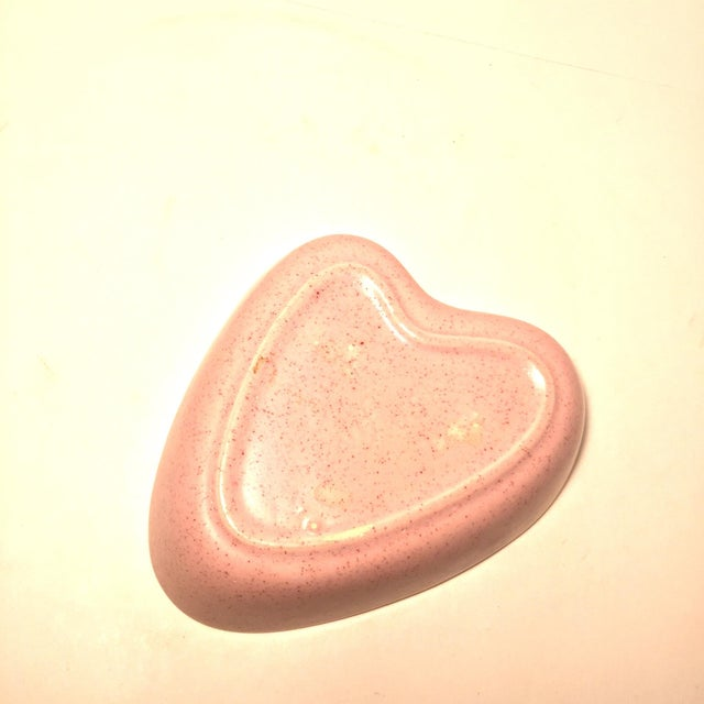 Mid-Century Heart-Shaped Pink Ceramic Dish - Image 4 of 5
