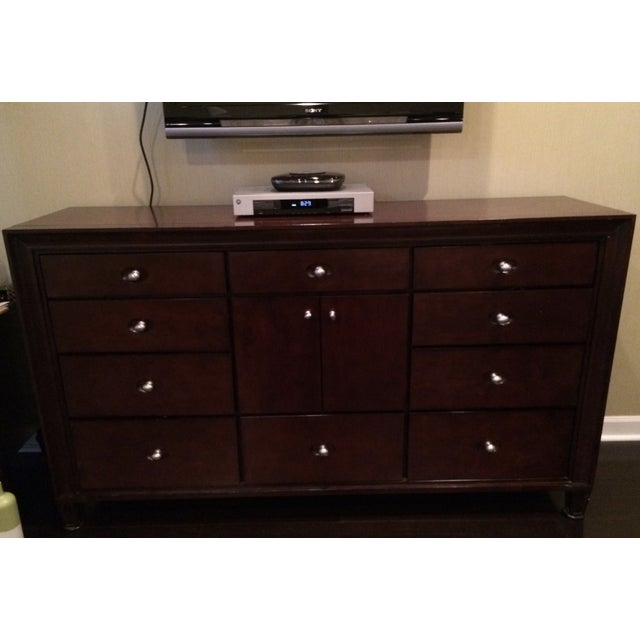 Image of Transitional 10 Drawer Dresser With Middle Cabinet