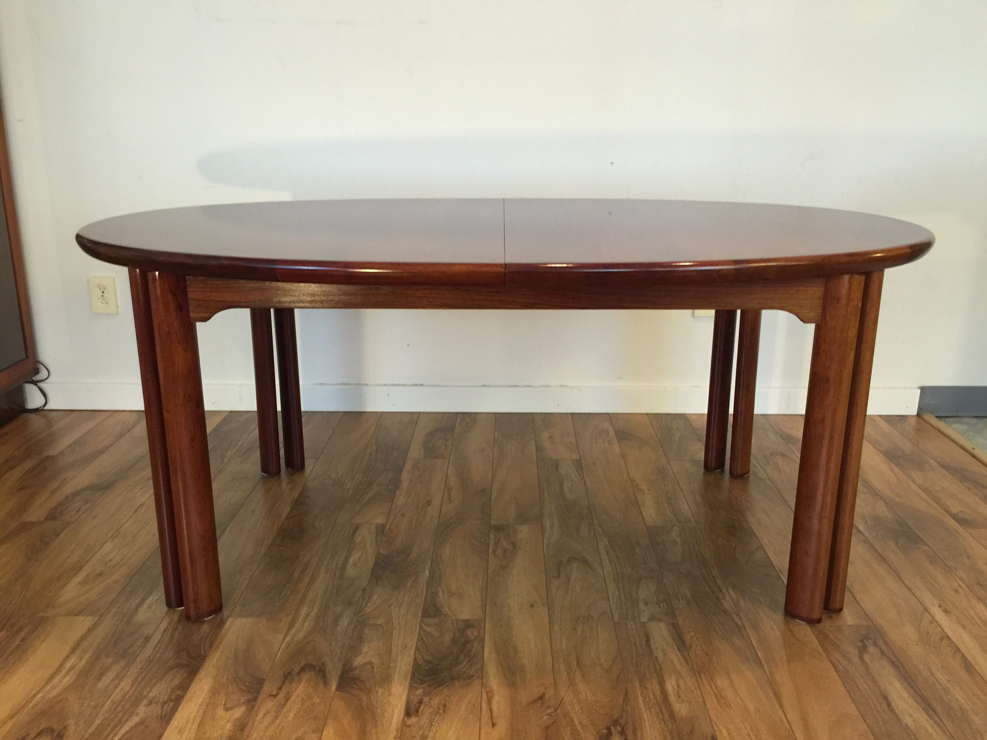 Danish Rosewood Dining Set Table amp 8 Chairs Chairish : bda9979a ec5e 4397 91af 03e53946b126aspectfitampwidth640ampheight640 from www.chairish.com size 640 x 640 jpeg 34kB