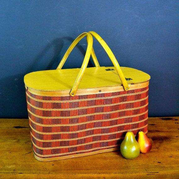 Vintage Picnic Basket & Dinnerware - Image 4 of 8