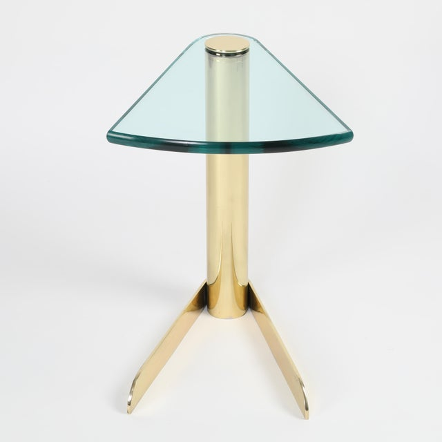 1970S WEDGE-SHAPED OCCASIONAL TABLE IN BRASS AND GLASS BY PACE FURNITURE - Image 6 of 7