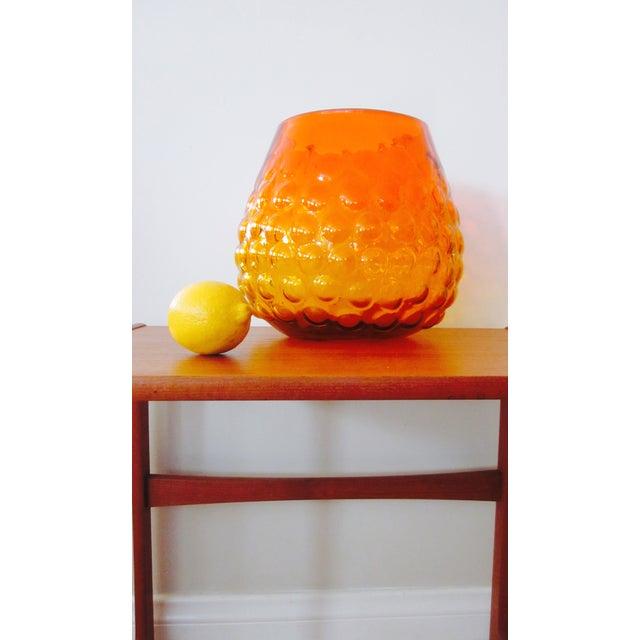 Blenko Bubble Glass Amberina Sandblasted Sig Vase - Image 8 of 11