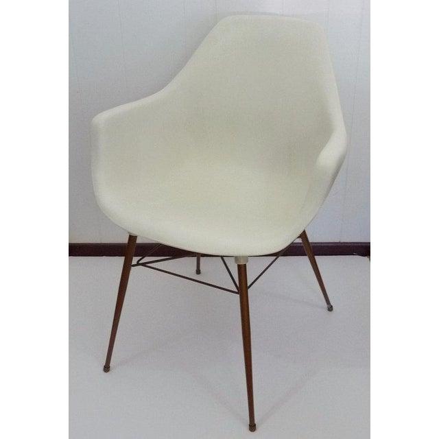 Sam Avedon for Alladin Plastics Mid-Century Modern White Molded Shell Armchair - Image 2 of 4