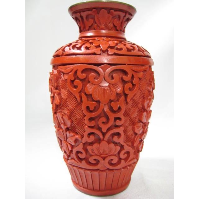 Small Mid-Century Chinese Cinnabar Cabinet Vase - Image 3 of 9