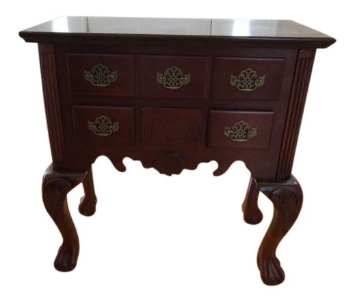 Attractive Queen Anne Style Accent Table