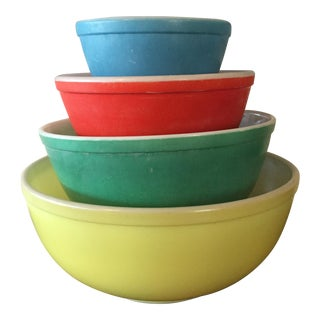 1940s Vintage Pyrex Primary Colors Mixing Bowls - Set of 4