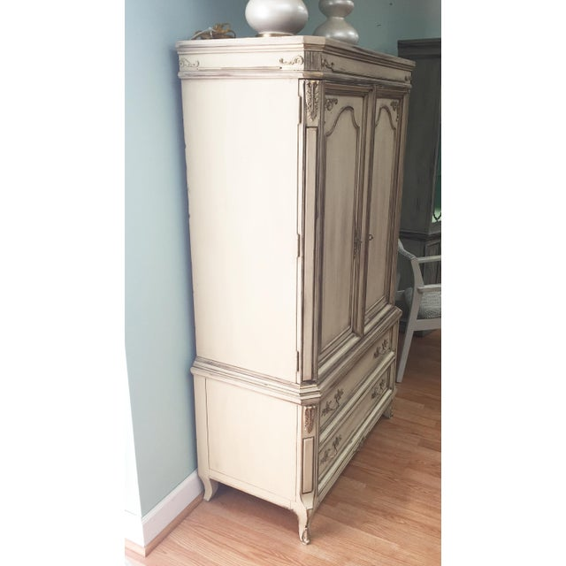 Vintage French Provincial Armoire - Image 4 of 11