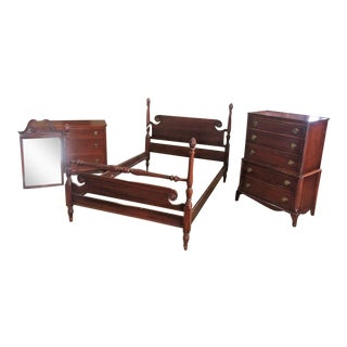 Antique Chippendale Style Mahogany Pineapple Post Bedroom Set