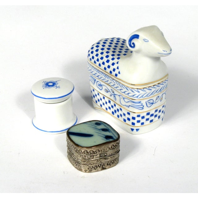 Blue and White Boxes - S/3 - Image 2 of 3