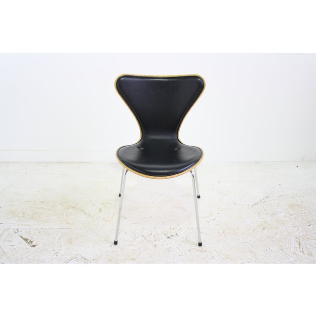 Arne Jacobsen Series 7 Chair Black - 16 Avail. - Image 4 of 7