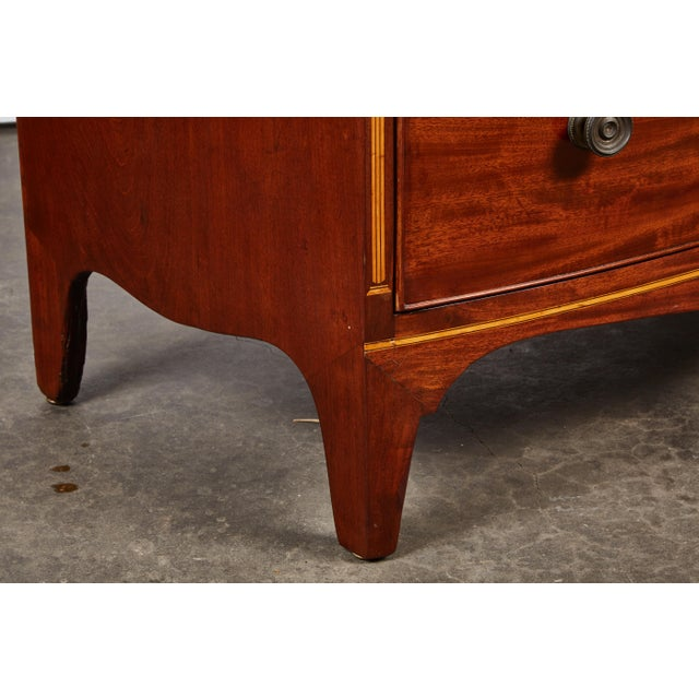 English 19th Century Medium Brown Mahogany Bow Front Chest of Drawers with Inlay - Image 8 of 10