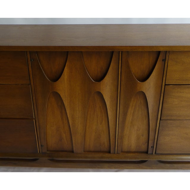 Broyhill Brasilia 9 Drawer Chest of Drawers - Image 4 of 11