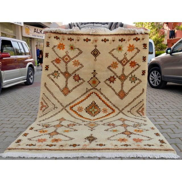 Moroccan Beni Ourain Style Turkish Oushak Rug - 5′7″ × 8′ - Image 8 of 10
