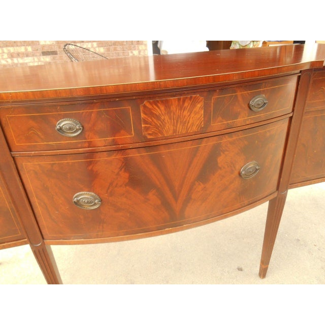 Antique Federal Serpentine Flame Mahogany Buffet - Image 5 of 11