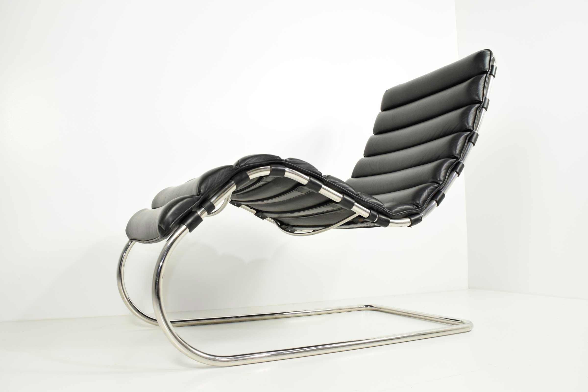 distinguished mr chaise by ludwig mies der rohe knoll decaso