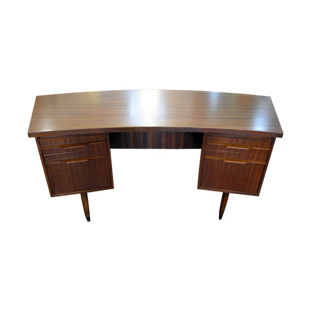 50 Curved Desk to Set the Mood for your Home Office