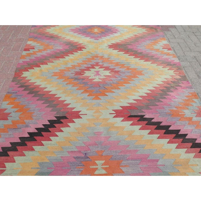 "Vintage Turkish Kilim Rug - 5'9"" X 9'3"" - Image 5 of 11"