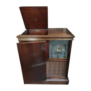 1940s Magnavox Radio and Phonograph Console
