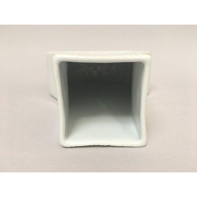 White Modernist Bisque Porcelain Naaman Onion Vase - Image 5 of 11