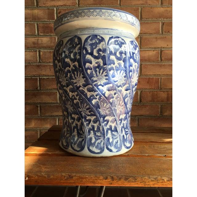 Swirled Blue & White Porcelain Garden Seat - Image 3 of 5