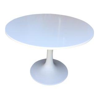 John Hall Round White Fiberglass Tulip Table