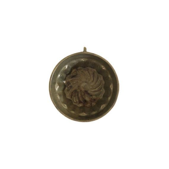 Vintage Small Brass Round Kitchen Mold - Image 3 of 3